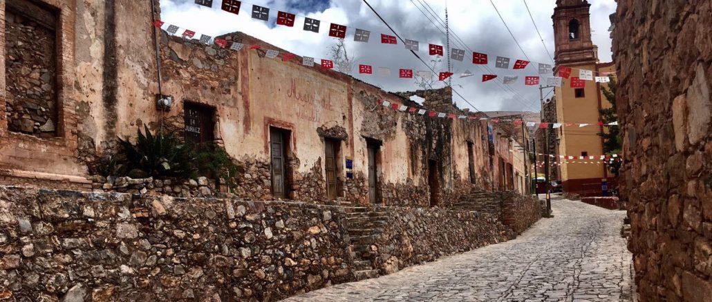 Menschenleer, aber nicht ohne Charme: Die alten Kopfsteinpflastergassen von San Pedro | Foto: Andrea Schneider